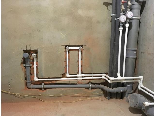 Разводка труб канализации. Ищите опытного специалиста по сантехническим работам?